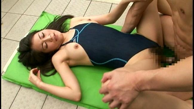 【おっぱい】ボディラインが堪らない!競泳水着から溢れるおっぱい画像!【30枚】 03