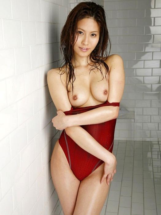 【おっぱい】ボディラインが堪らない!競泳水着から溢れるおっぱい画像!【30枚】 13