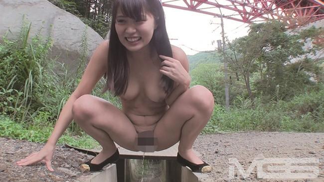 【おっぱい】野外プレイでの女の子のおっぱいがぷるぷるしてエロすぎる画像!【30枚】 30