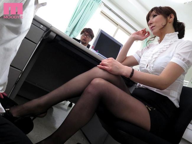 【おっぱい】女教師が本当にエロい。そんな女教師のおっぱい画像はさらにエロい!【30枚】 06