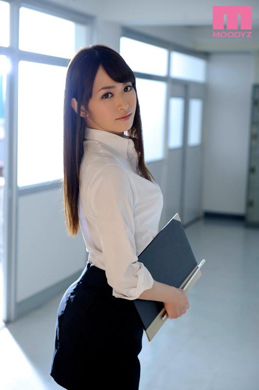 【おっぱい】女教師が本当にエロい。そんな女教師のおっぱい画像はさらにエロい!【30枚】 08