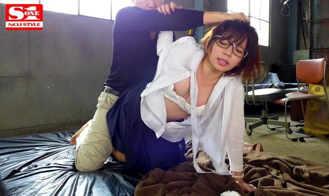 【おっぱい】おっぱいが豊満な女性が輪姦・レイプされたりする画像!【30枚】 27
