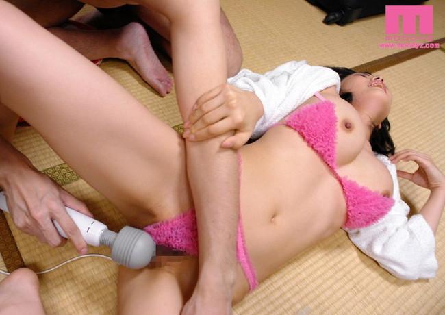 【おっぱい】電マで逝っちゃう女の子のエロすぎるおっぱい画像!【30枚】 15