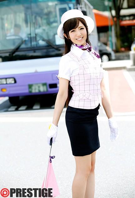 【おっぱい】可愛いバスガイドの女の子のエロすぎるおっぱい画像!【30枚】 12