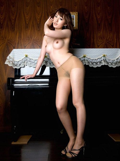 【おっぱい】色々なパンスト姿の女の子のエロすぎるおっぱい画像!【30枚】 25