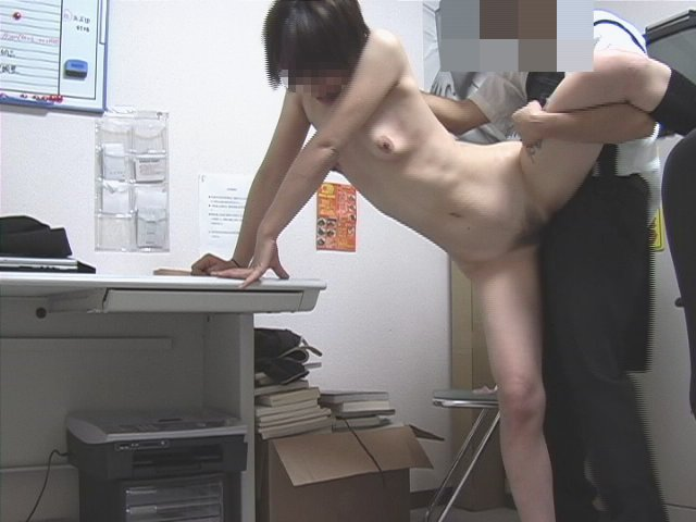 【おっぱい】万引きで捕まり弱みを握られ犯される女の子のおっぱい画像【30枚】 22