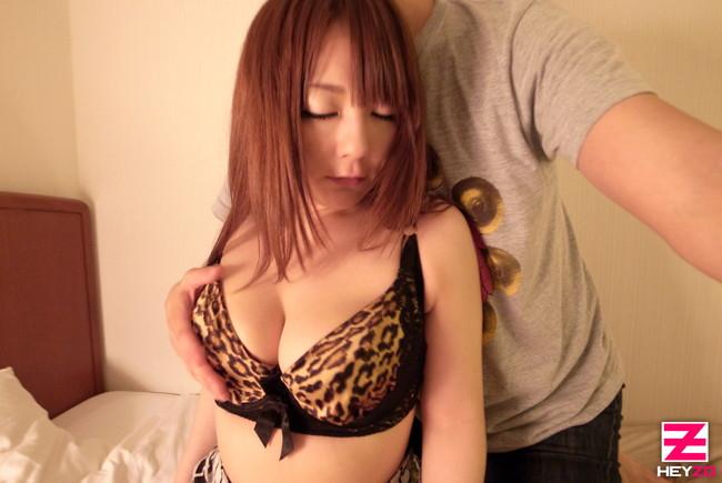 【おっぱい】可愛くて大人びた女子大生のエロすぎるおっぱい画像【30枚】 01