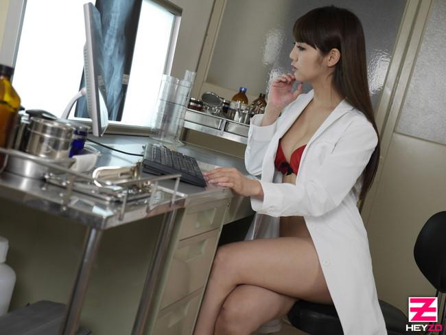 【おっぱい】綺麗でイケてる女医さんたちのエロすぎるおっぱい画像【30枚】 08
