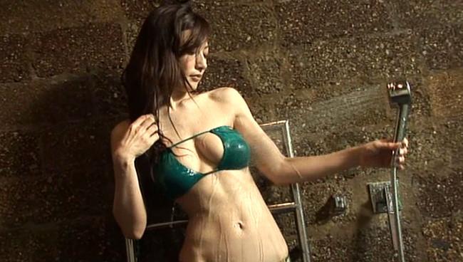 【おっぱい】シャワーを浴びてしっとりとエロくなった女性のおっぱい画像がエロすぎる!【30枚】 07