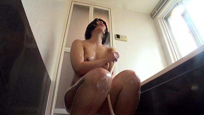 【おっぱい】シャワーを浴びてしっとりとエロくなった女性のおっぱい画像がエロすぎる!【30枚】 27