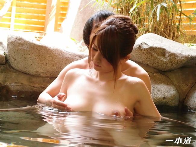 【おっぱい】温泉に入っている女の子たちのおっぱい画像がエロすぎる!【30枚】 06