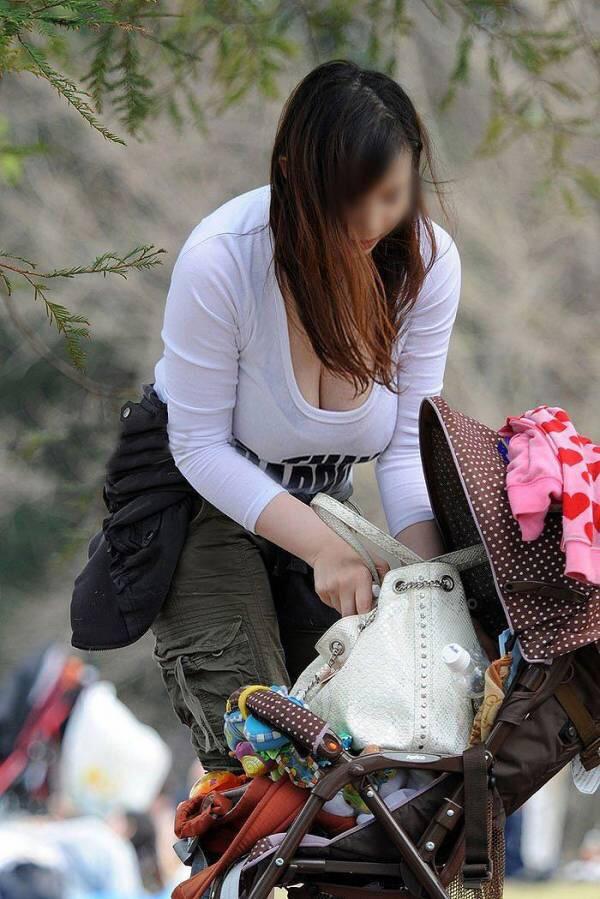 【おっぱい】若いお母さん、美魔女のお母さんのエロすぎるおっぱい画像!【30枚】 06