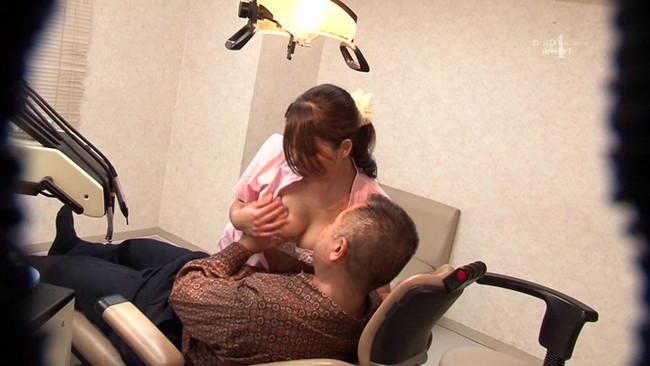 【おっぱい】可愛くていやらしい歯科助手さんたちのエロすぎるおっぱい画像!【30枚】 16