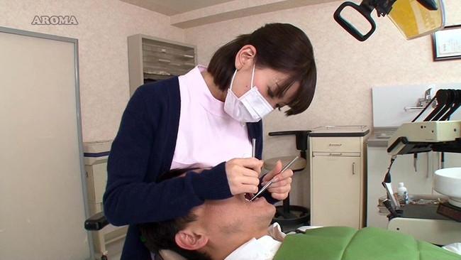 【おっぱい】可愛くていやらしい歯科助手さんたちのエロすぎるおっぱい画像!【30枚】 24