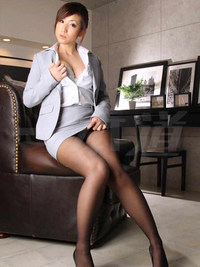 【おっぱい】一般社員の高嶺の花、社長秘書を務める女性のおっぱいがエロすぎる画像!【30枚】 12