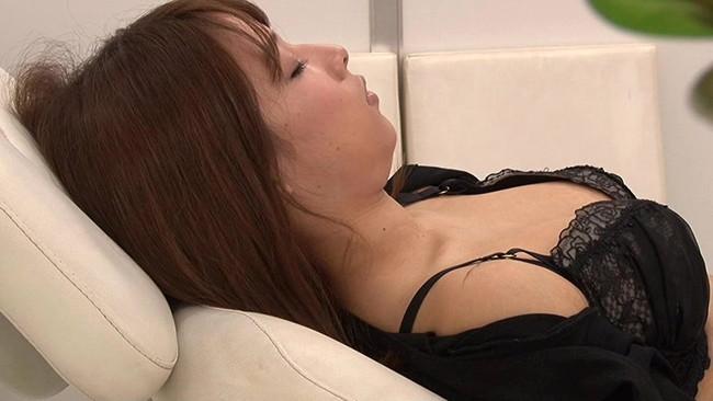 【おっぱい】寝顔が可愛い!そんな子にはイタズラしたい!寝ている女の子のおっぱい画像がエロすぎる!【30枚】 14