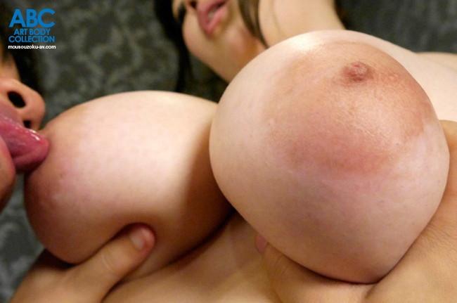 【おっぱい】舐められて、吸われて感じている女性のおっぱい画像がエロすぎる!【30枚】 26