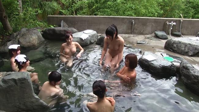 【おっぱい】同窓会と称して温泉旅行で同級生に犯されちゃっている女の子のおっぱい画像がエロすぎる!【30枚】