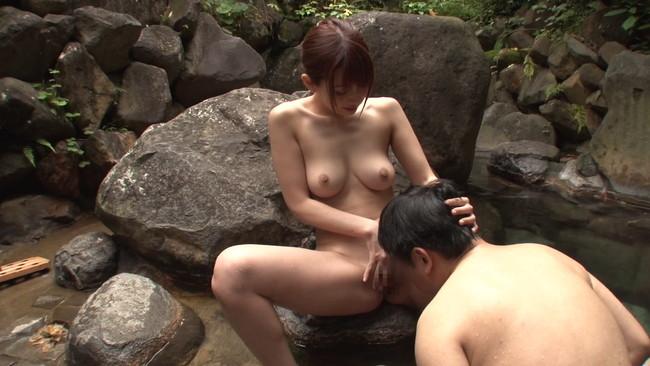 【おっぱい】温泉旅行で混浴でイチャイチャしてエッチをしちゃっている女の子のおっぱい画像がエロすぎる!【30枚】 04