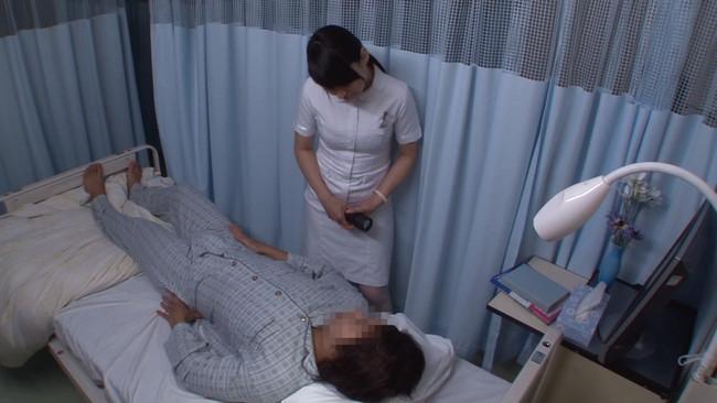 【おっぱい】採精室で精子を出すために頑張ってくれている美熟女な看護婦さんのおっぱい画像がエロすぎる!【30枚】 04