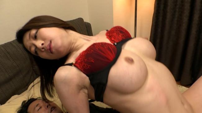 【おっぱい】突撃!隣の美人妻!お昼間から激しいセックスをしてしまう女性のおっぱい画像がエロすぎる!【30枚】 11