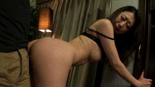 【おっぱい】突撃!隣の美人妻!お昼間から激しいセックスをしてしまう女性のおっぱい画像がエロすぎる!【30枚】 15