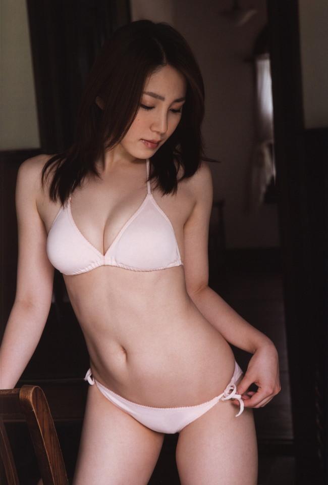 【おっぱい】わがままボディとEカップ巨乳を見せつけてくれている、吉川友ちゃんのおっぱい画像がエロすぎる!【30枚】 11