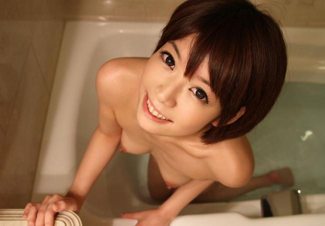 【おっぱい】裸とショートカットがバッチリ似合っちゃっている女の子のおっぱい画像がエロすぎる!【30枚】 17