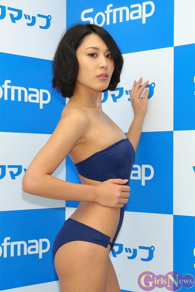 【おっぱい】成熟したナイスバディと誰もが見とれる大きなおっぱいの金子智美さんの画像がエロすぎる!【30枚】 04