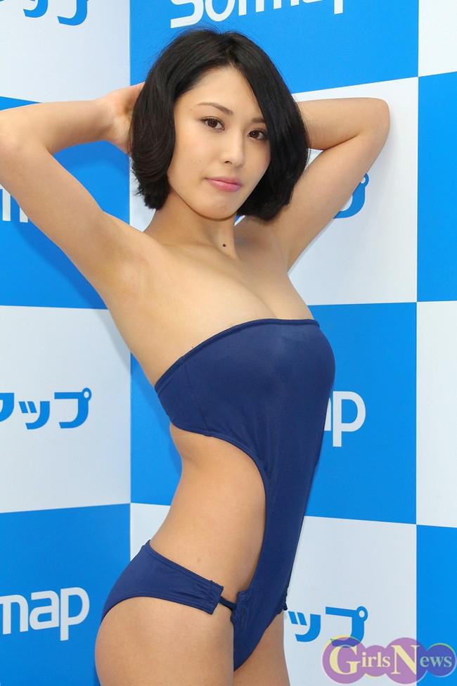 【おっぱい】成熟したナイスバディと誰もが見とれる大きなおっぱいの金子智美さんの画像がエロすぎる!【30枚】 05