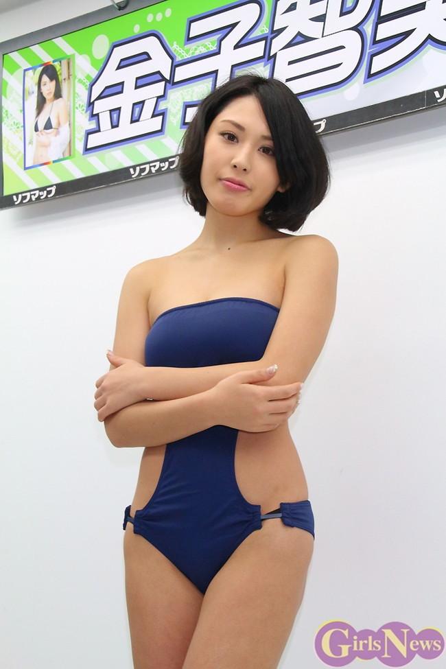 【おっぱい】成熟したナイスバディと誰もが見とれる大きなおっぱいの金子智美さんの画像がエロすぎる!【30枚】 06