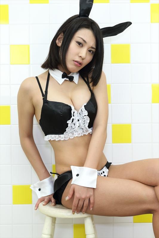【おっぱい】成熟したナイスバディと誰もが見とれる大きなおっぱいの金子智美さんの画像がエロすぎる!【30枚】 18