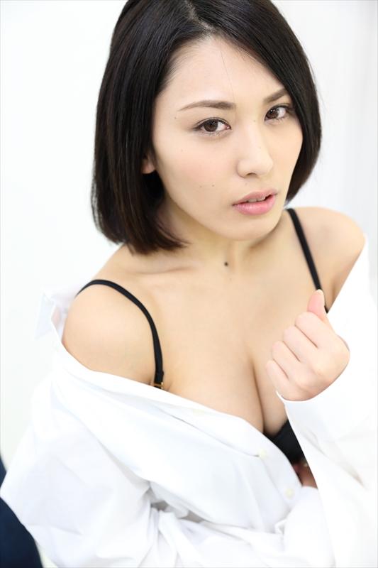 【おっぱい】成熟したナイスバディと誰もが見とれる大きなおっぱいの金子智美さんの画像がエロすぎる!【30枚】 26