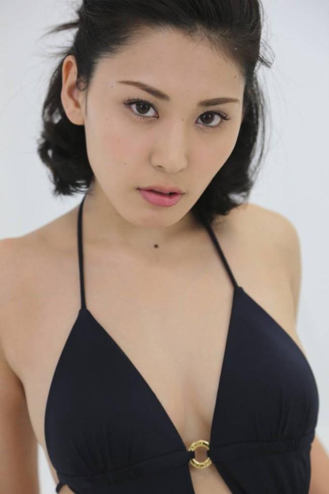 【おっぱい】成熟したナイスバディと誰もが見とれる大きなおっぱいの金子智美さんの画像がエロすぎる!【30枚】 29