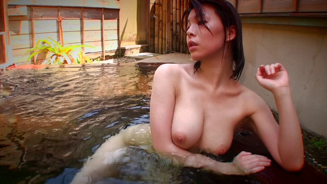 【おっぱい】温泉の湯煙の中で色っぽく美しく輝いている女性のおっぱい画像がエロすぎる!【30枚】 08