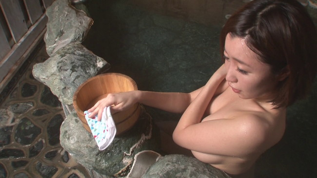 【おっぱい】温泉の湯煙の中で色っぽく美しく輝いている女性のおっぱい画像がエロすぎる!【30枚】 10