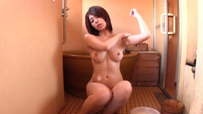 【おっぱい】温泉の湯煙の中で色っぽく美しく輝いている女性のおっぱい画像がエロすぎる!【30枚】 13