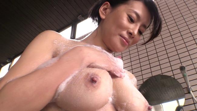 【おっぱい】温泉の湯煙の中で色っぽく美しく輝いている女性のおっぱい画像がエロすぎる!【30枚】 15