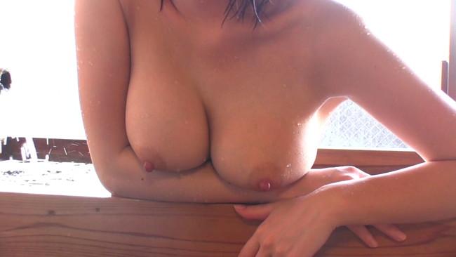 【おっぱい】温泉の湯煙の中で色っぽく美しく輝いている女性のおっぱい画像がエロすぎる!【30枚】 24