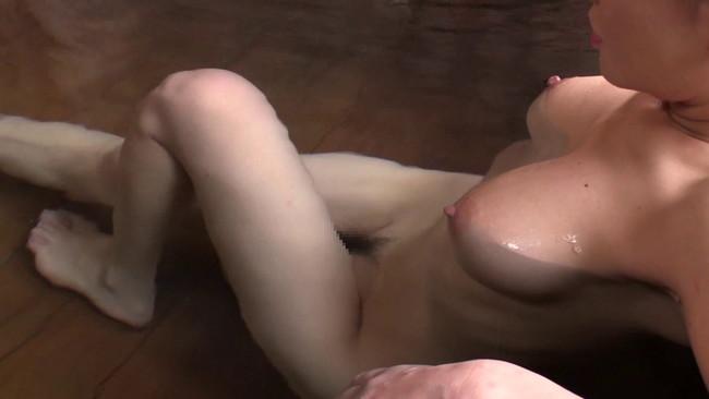 【おっぱい】温泉の湯煙の中で色っぽく美しく輝いている女性のおっぱい画像がエロすぎる!【30枚】 30