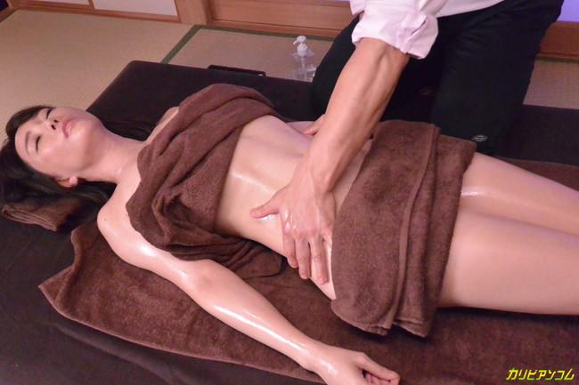 【おっぱい】お風呂のバスタオルで体を包む女の人のおっぱい画像がエロすぎる【30枚】 04