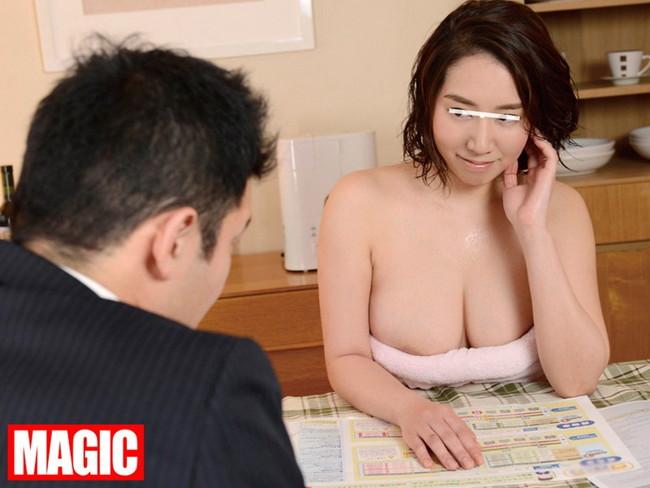 【おっぱい】お風呂のバスタオルで体を包む女の人のおっぱい画像がエロすぎる【30枚】 12