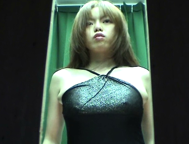 【おっぱい】パネル写真の撮影が着替えを盗撮されちゃっている風俗嬢の女の子のおっぱい画像がエロすぎる!【30枚】 23
