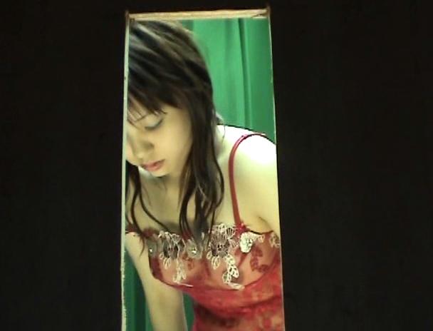 【おっぱい】パネル写真の撮影が着替えを盗撮されちゃっている風俗嬢の女の子のおっぱい画像がエロすぎる!【30枚】 28