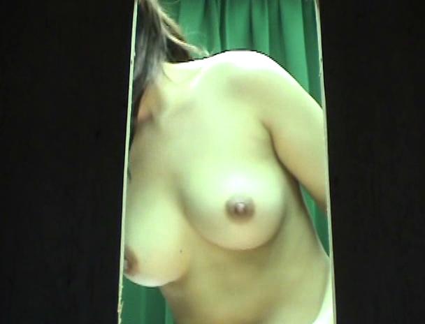 【おっぱい】パネル写真の撮影が着替えを盗撮されちゃっている風俗嬢の女の子のおっぱい画像がエロすぎる!【30枚】 30