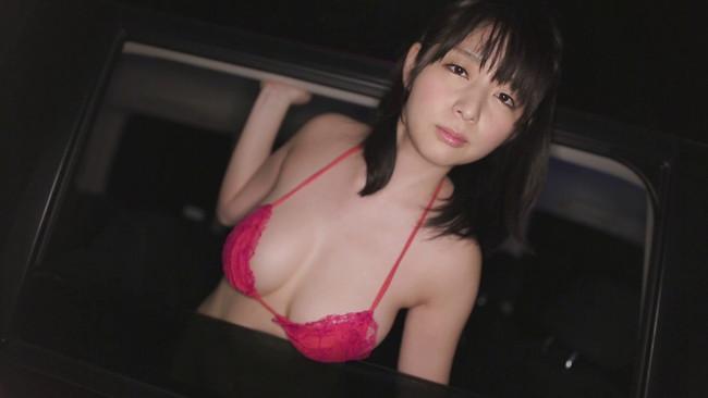 【おっぱい】有名な芸能人やモデル、グラビアアイドルのビキニ姿のおっぱい画像【30枚】 04