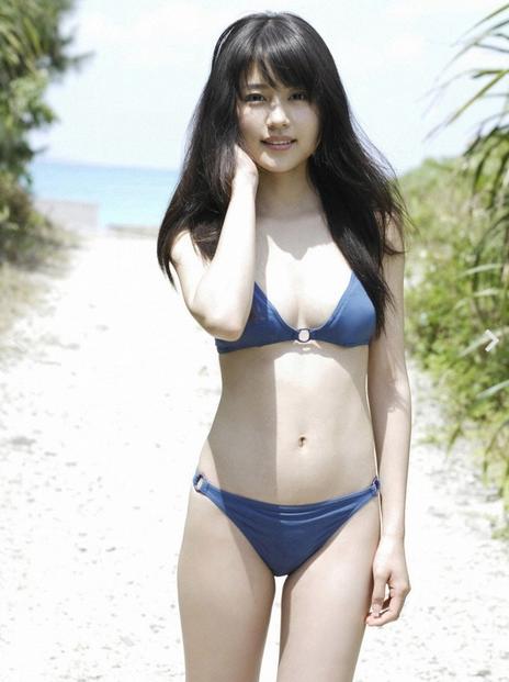 【おっぱい】有名な芸能人やモデル、グラビアアイドルのビキニ姿のおっぱい画像【30枚】 06