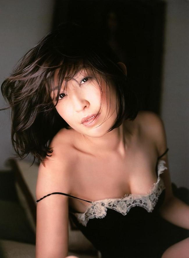 【おっぱい】大人になっていてもデビュー当時の輝きそのままな小野真弓ちゃんのグラビア画像がエロすぎる!【30枚】 15