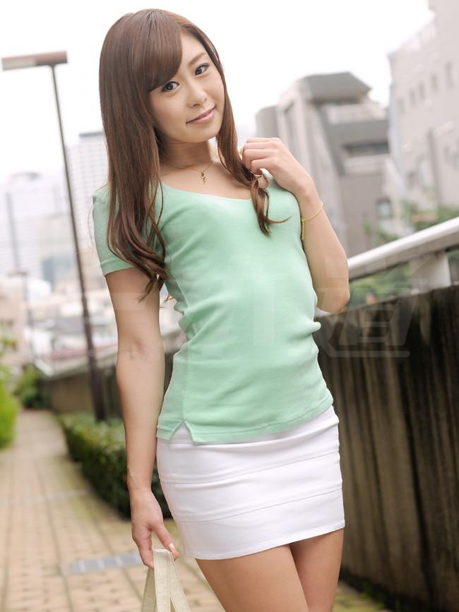 【おっぱい】タイトなミニスカートを履いているエロすぎる女の子のおっぱい画像【30枚】 13