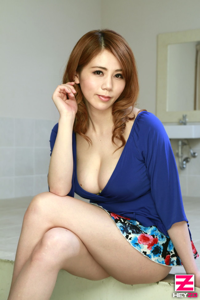 【おっぱい】タイトなミニスカートを履いているエロすぎる女の子のおっぱい画像【30枚】 14